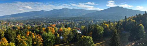 Panorama na Karkonosze jesienią